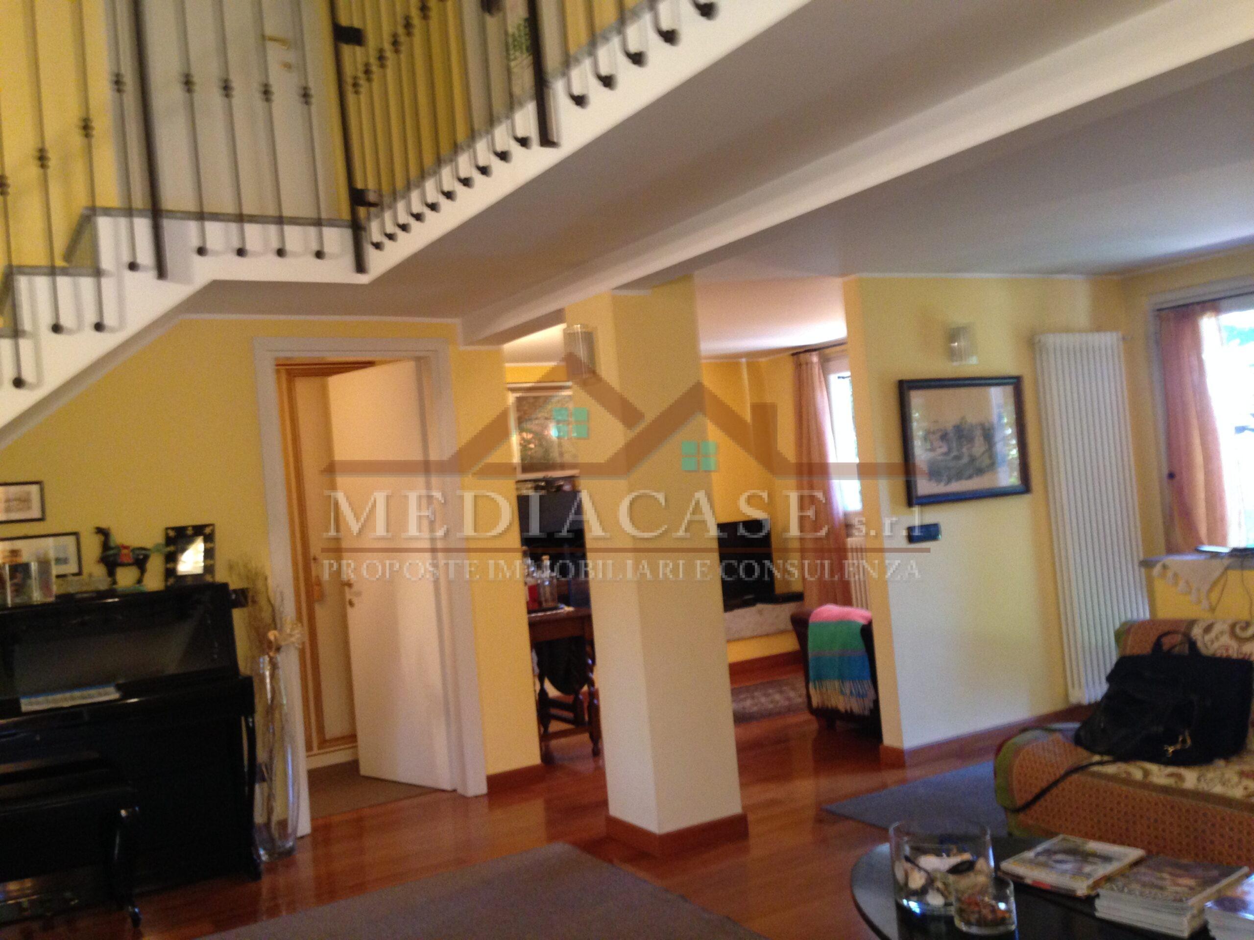 Cantu'-Cascina Pelada.....Villa singola in residence con ampio giardino.....