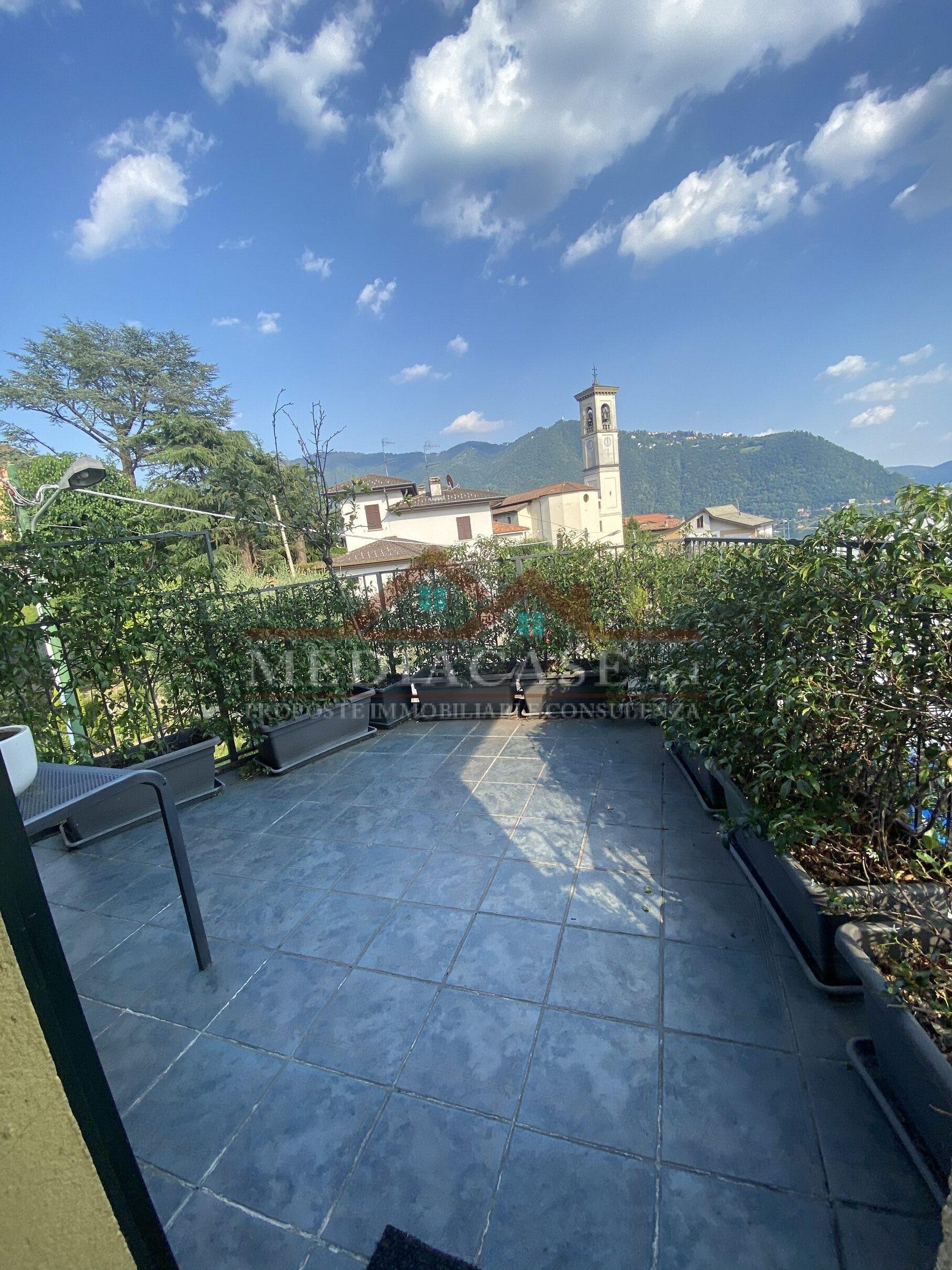 Cernobbio.....Tre locali,doppi servizi,posti auto,terrazzo vista lago!!!