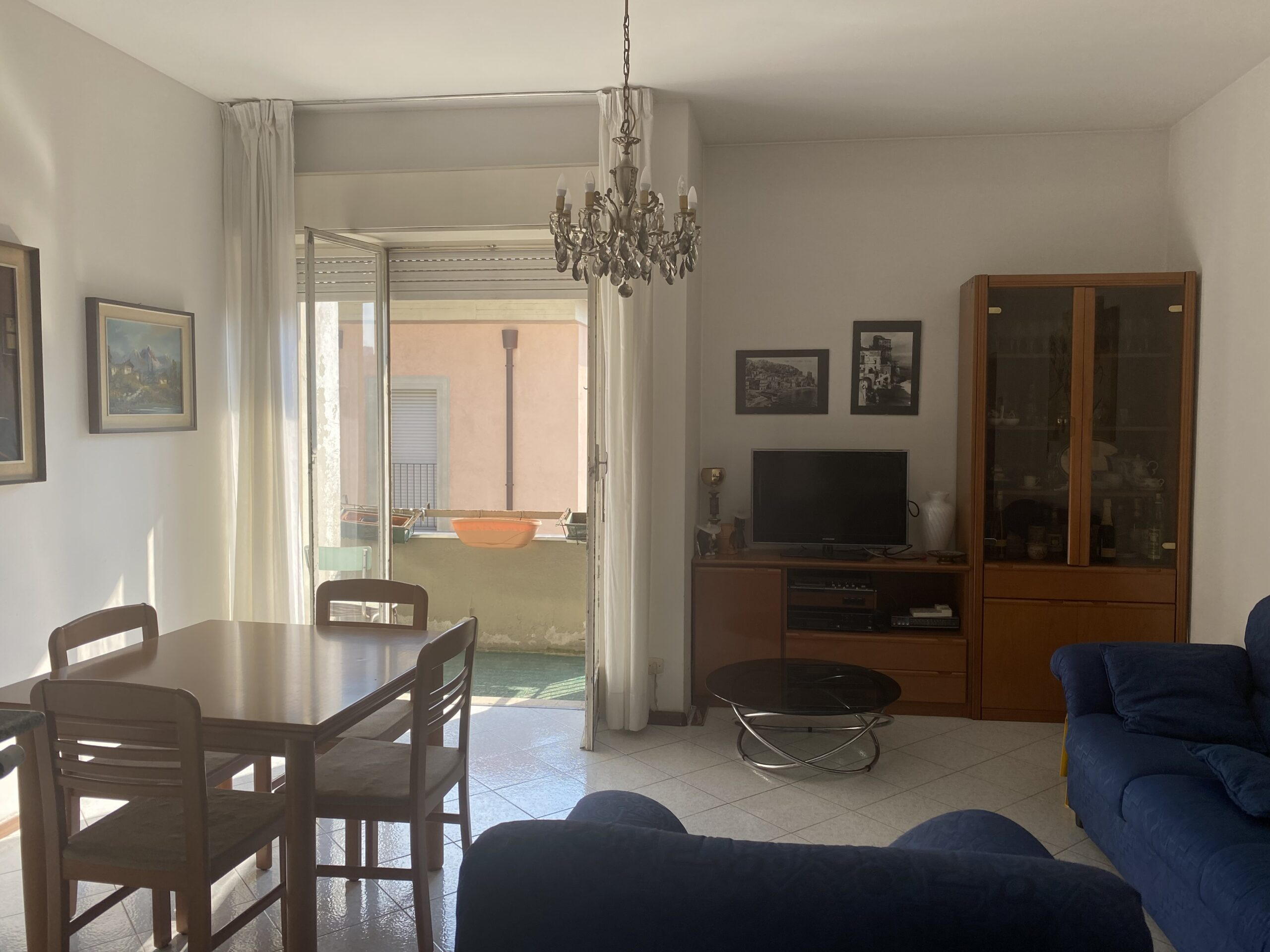 Monte Olimpino...Tre locali,servizi,balconi,solaio e box....